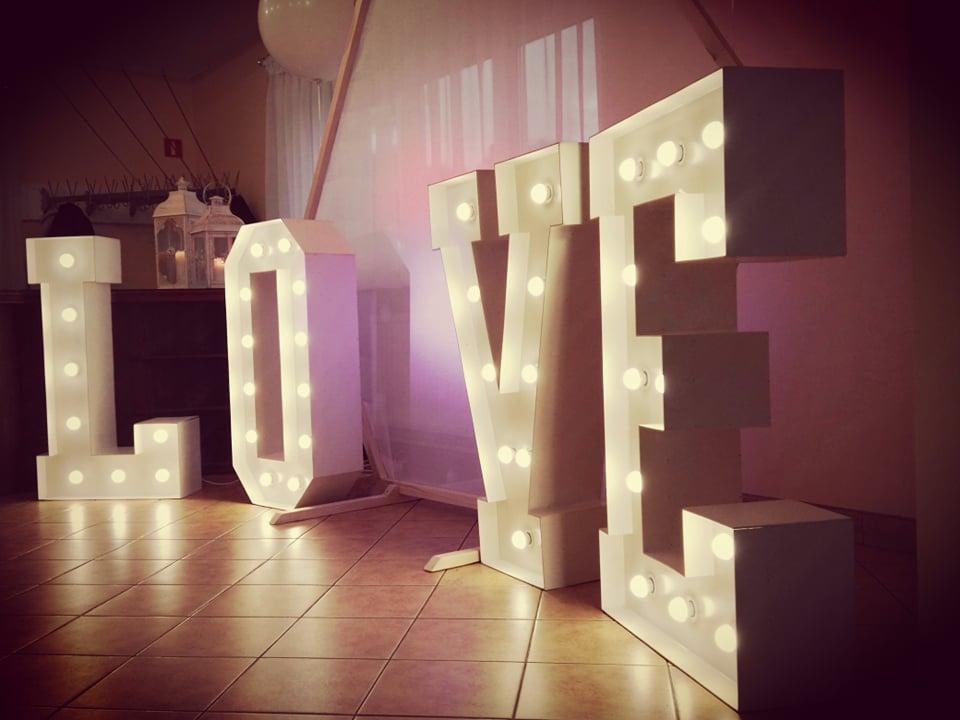 napis love na wesele wynajem